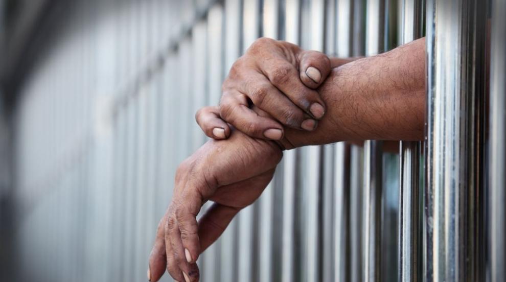 Девет от обвинените за рекет и наркотици в Монтана остават в ареста