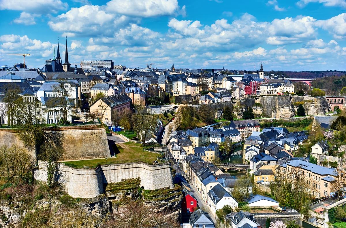 Люксембург е с население от 103 000 души.