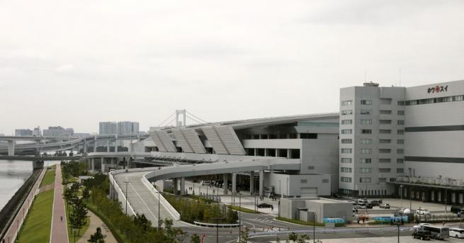 Прочутият токийски пазар Цукиджи, най-големият рибен пазар в света и