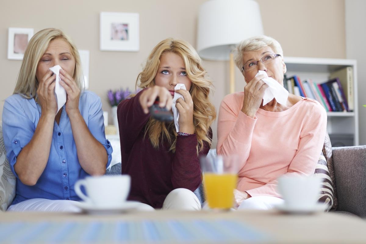 Слъзните жлези са свързани с торбички, които се намират в носоглътката. Когато започваме да плачем, секретът автоматично потича и в носа.