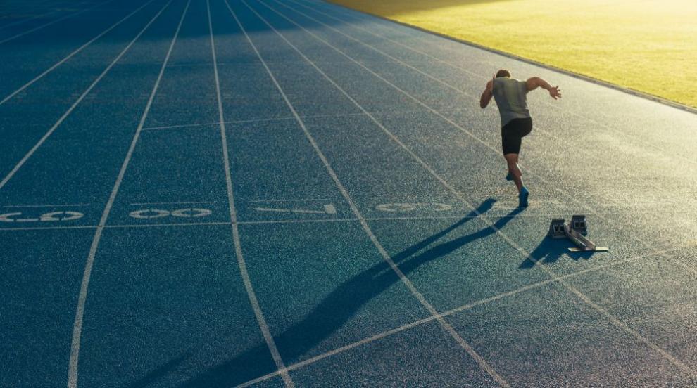 Запознайте се с първия професионален бегач с церебрална парализа
