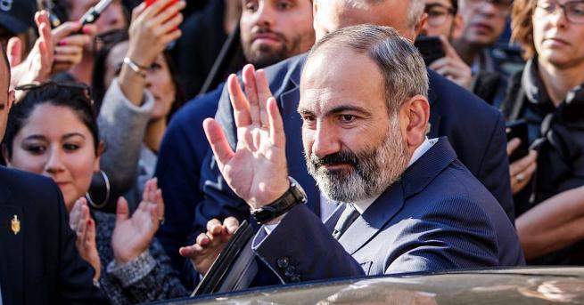 Премиерът на Армения Никол Пашинян обяви по националната телевизия, че