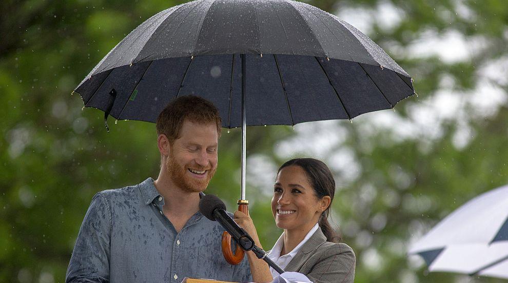 """Хари и Меган донесоха """"дъждовно английско време"""" в засегнатия от суша Дубо"""