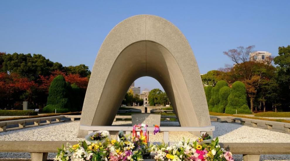 Българите, поругали Мемориала в Хирошима, остават в Япония за още разпити
