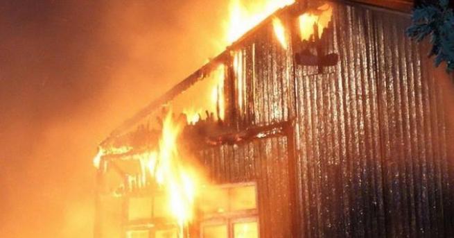 Огнеборци гасят голям пожар край село Каменяк, Шуменско, съобщиха от