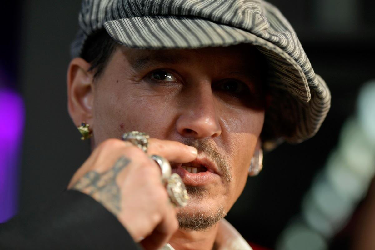Джони Деп - лошото момче на Холивуд с татуировките и пръстените по ръцете. Колкото и противоречив да е понякога образа му, замесен в скандали, капитан Джак си остава един от най-сексапилните мъже в киното.