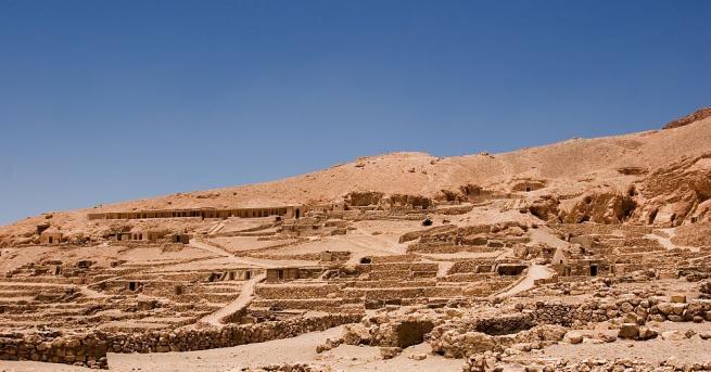 Френски учени дешифрираха значението на многобройнитатуировкивърхудревноегипетскамумия, открита в Луксор през