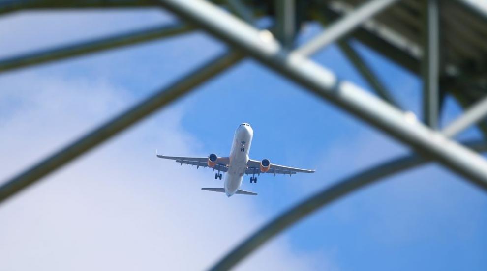 Мъж опипвал пътничка в самолет, оправдал се с американския президент