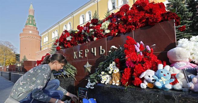 Кримският град Керч се сбогува днес с жертвите на разстрела