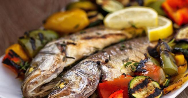 Учени от Харвардския университет установиха, че редовната консумацияна морски продукти