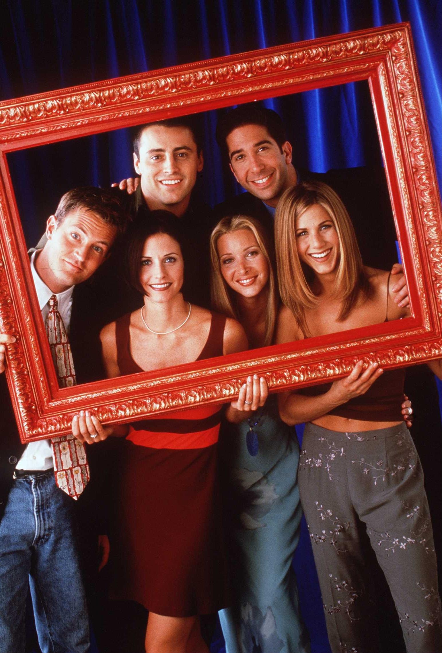 """<div>Мат Лебланк и неговиятежък период- след края на """"Приятели"""" героят на Джоуи заживя в свой собствен сериал, който претърпя пълен крах, а по същото време малката дъщеричка на Лебланк е диагностицирана с рядко заболяване. Актьорът споделя, че е чувствал огромното напрежение да направи сериала си успешен, а същевременно не е знаел какво ще се случи с дъщеря му. На ръба на нервен срив и депресия, Мат се оттегля от актьорството за известно време. Той разкрива, че """"Приятели"""" е било много изморително преживяване и съвсем спокойно е можел да се пенсионира след края на сериала.</div>"""