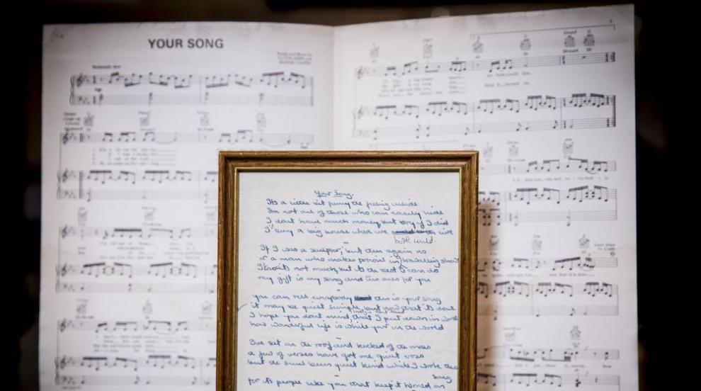 Текстове на песни на Елтън Джон отиват на търг (СНИМКИ)