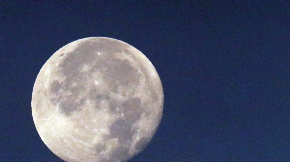 Защо отложиха старта на индийската лунна мисия?