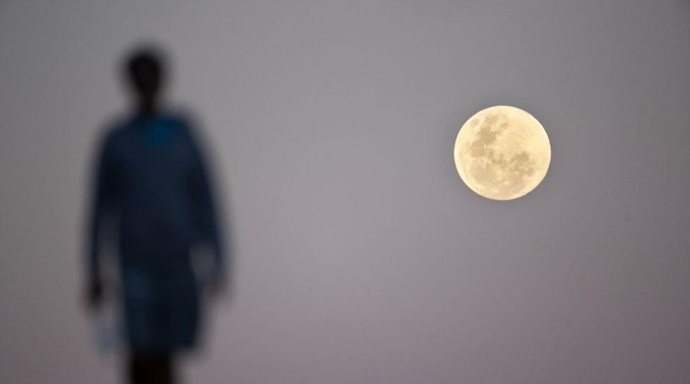Как тренира първият частен турист за пътуването си около Луната?