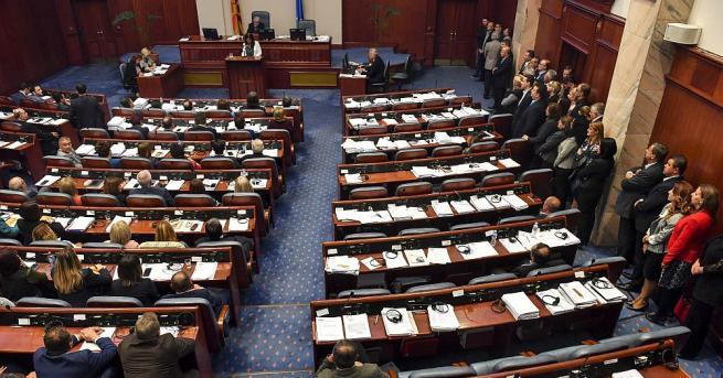 Снимка: ВМРО-ДПМНЕ изключи свои депутати, гласували за промяна на името на Македония