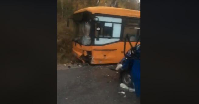 """Катастофа между автобус на градския транспорт и бус на """"Бистришко"""