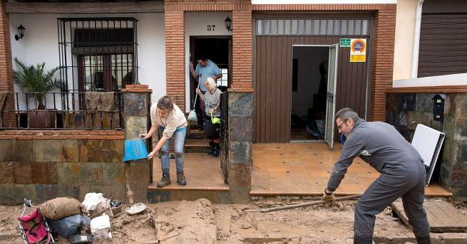 Най-малко един човек е загинал в резултат на проливните дъждове