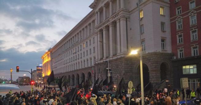 Протестиращите с искане за оставка на Валери Симеонов блокираха кръстовището