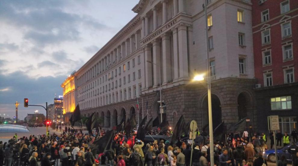 Протестиращи на жълтите павета блокираха за два часа центъра на София