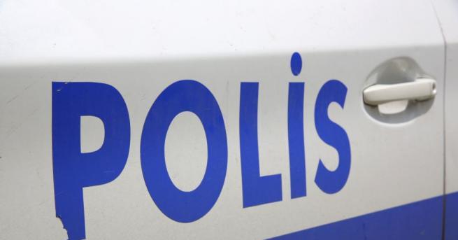 Въоръжен с нож избягал престъпник е намушкал 11 души в
