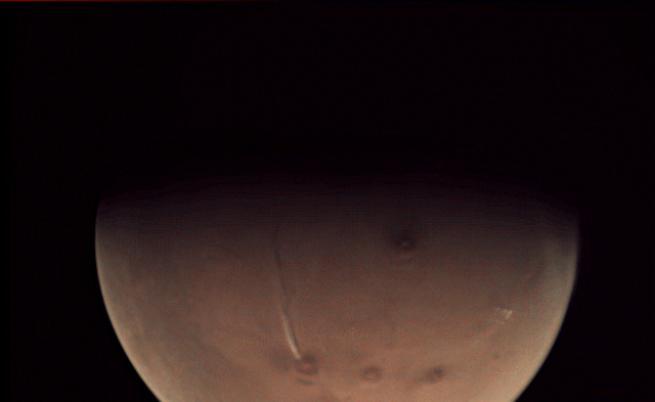 Учени обориха твърденията, че на Марс изригва вулкан