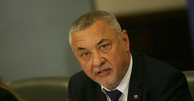Вицепремиерът Валери Симеонов призова на извънреден брифинг организаторите на контрапротеста