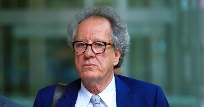 Носителят на Оскар Джефри Ръш се просълзи в съд в