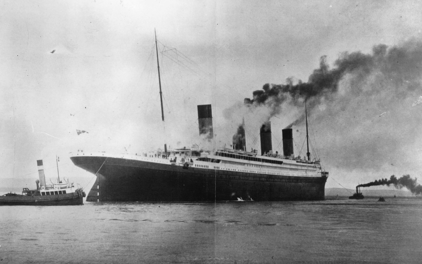 Титаник поема своя път към САЩ, като той е последна надежда за по-добър живот, особено за пътниците от втора и трета класа, които търсят препитание зад океана.