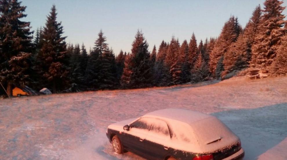 """На връх Ботев натрупа 13 см сняг, и проходът """"Шипка"""" осъмна побелял (ВИДЕО)"""