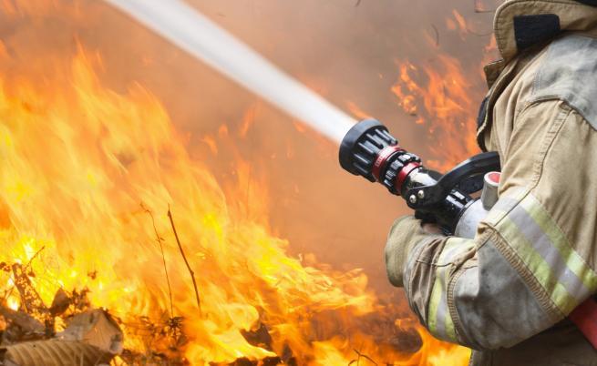 Огромен пожар бушува в Северна Гърция