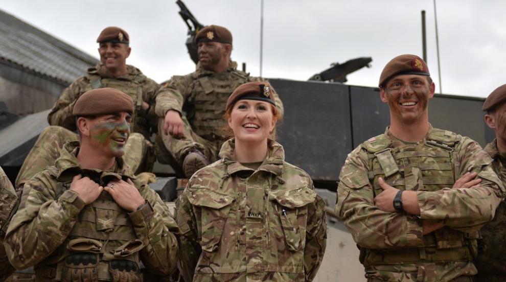 Жените вече могат да служат във всички длъжности на британската армия