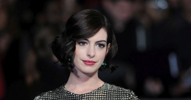 "Актрисата и носителка на ""Оскар"" Ан Хатауей поема"