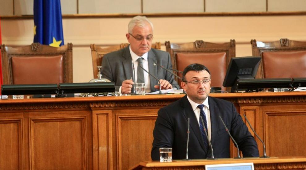 Парламентът изслуша Младен Маринов за фалшивите телкове