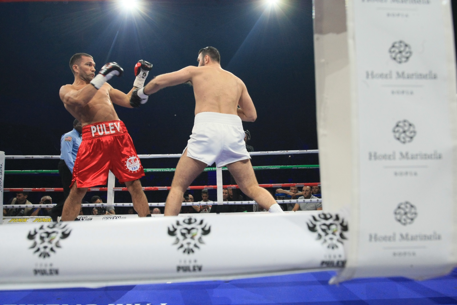 Големият български боксьор Кубрат Пулев излезе в един от най-големите двубои в своята кариера, а съперник е Хюи Фюри. Залогът е огромен - званието претендент №1 на IBF и съответно сигурен мач с шампиона Антъни Джошуа.