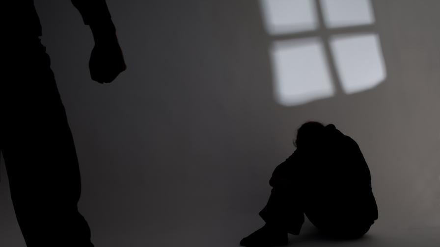 <p>Пребитата адвокатка: Да си пострадал не е срамно</p>
