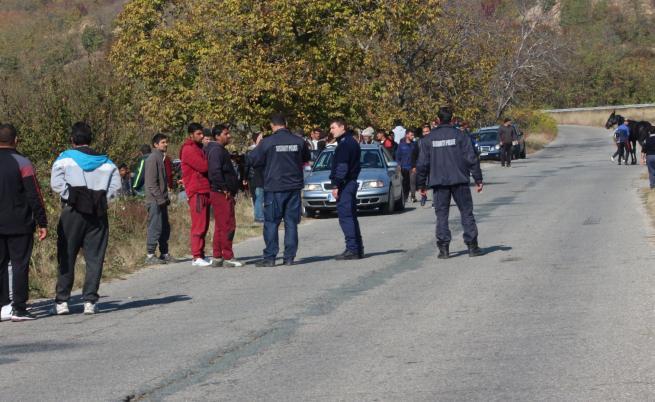 Ром ухапа полицай, опитал да спре гонка с каруци