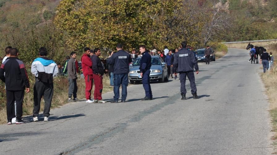 <p>Ром ухапа полицай, опитал да спре гонка с каруци</p>