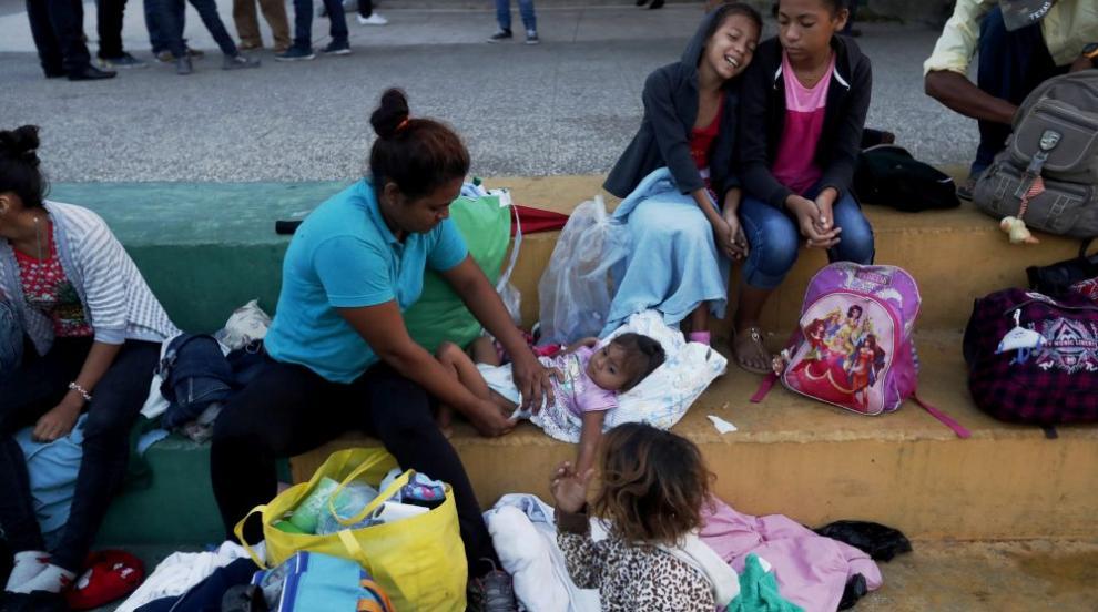 Нова колона мигранти потегли от Салвадор към САЩ (ВИДЕО)