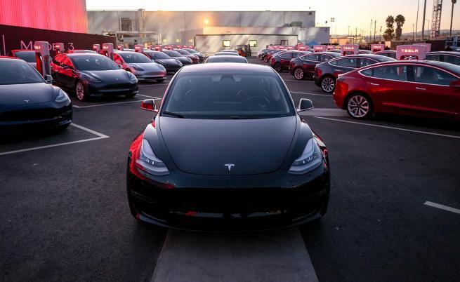 За едва трети път в история си: Tesla излезе на печалба