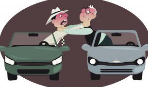 Агресия на пътя: Мъж счупи прозорец на кола с юмрук