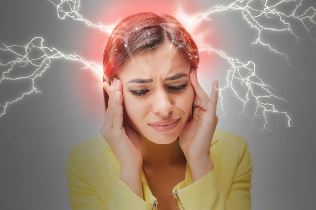 Мигрена. Мигренозните пристъпи могат да са толкова силни, че да предизвикат повръщане.