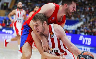 Везенков с 23 точки при поражение на Олимпиакос