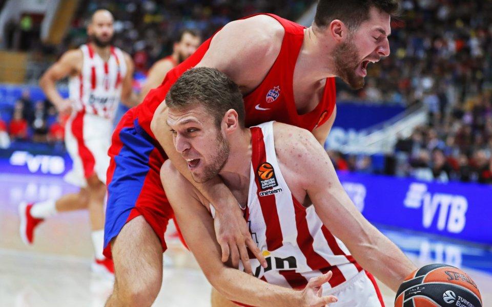 Олимпиакос и Везенков с пета поредна победа в гръцкото първенство