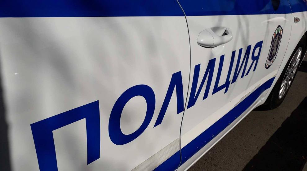 Двама полицаи пострадаха при инцидент с патрулен автомобил