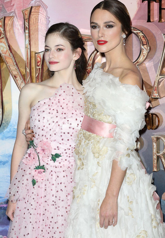 """Макензи Фой и Кийра Найтли на премиерата на """"Лешникотрошачката и четирите кралства"""" в Лондон"""