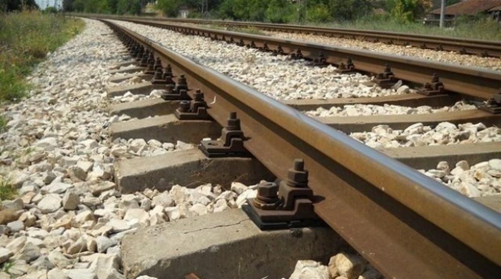 Атракционен влак с парен локомотив и вагонът на цар Борис III между София и...