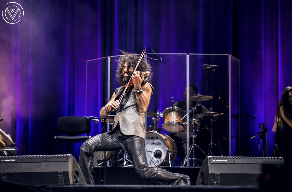 Неповторимият цигулар Ара Маликян остави без дъх хиляди българи по време на концерта си в НДК.