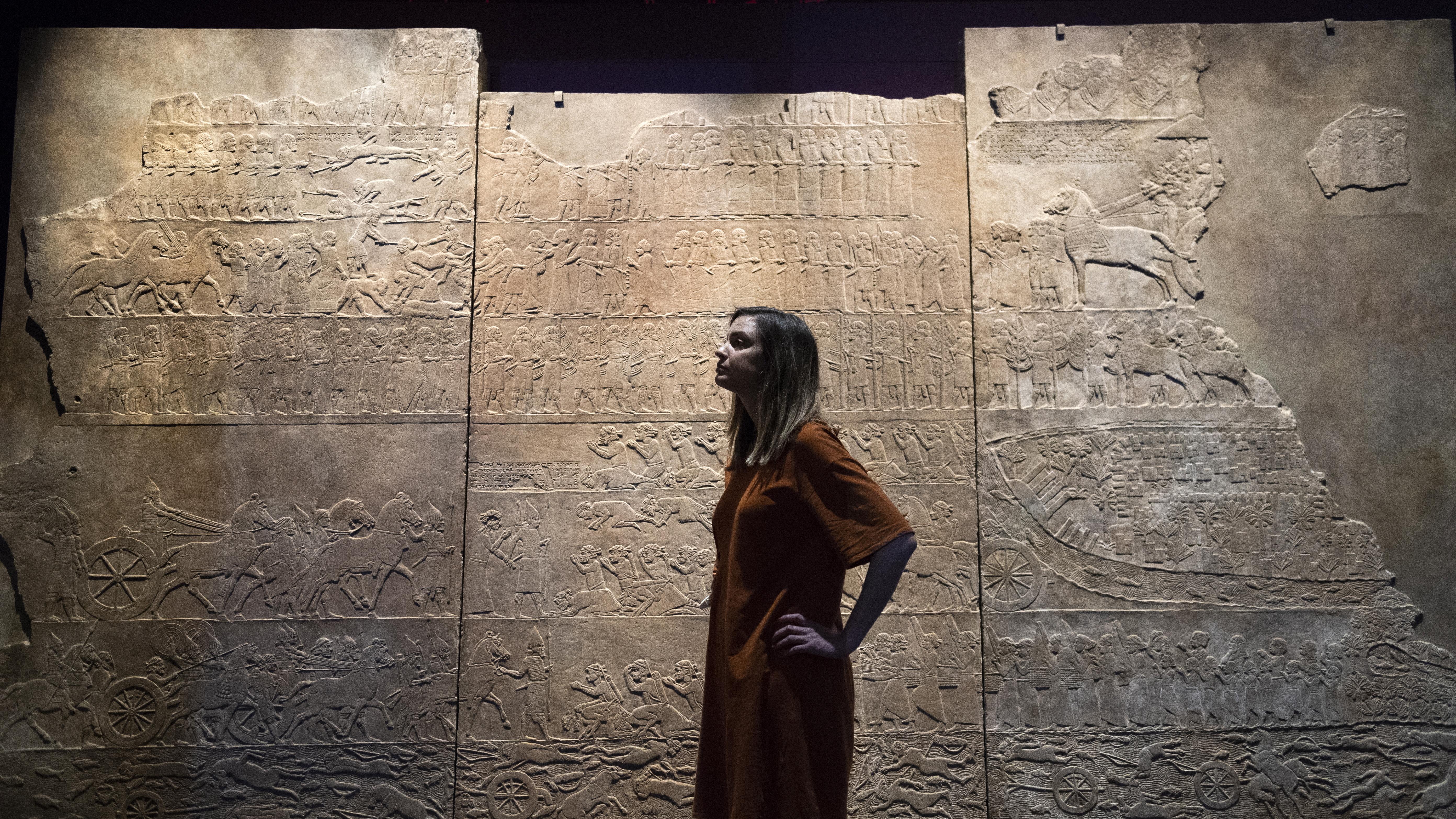 Управлението му е от 668 г. до 627 г. пр.н.е. и както на повечето асирийски владетели, е белязано с непрекъснати войни.