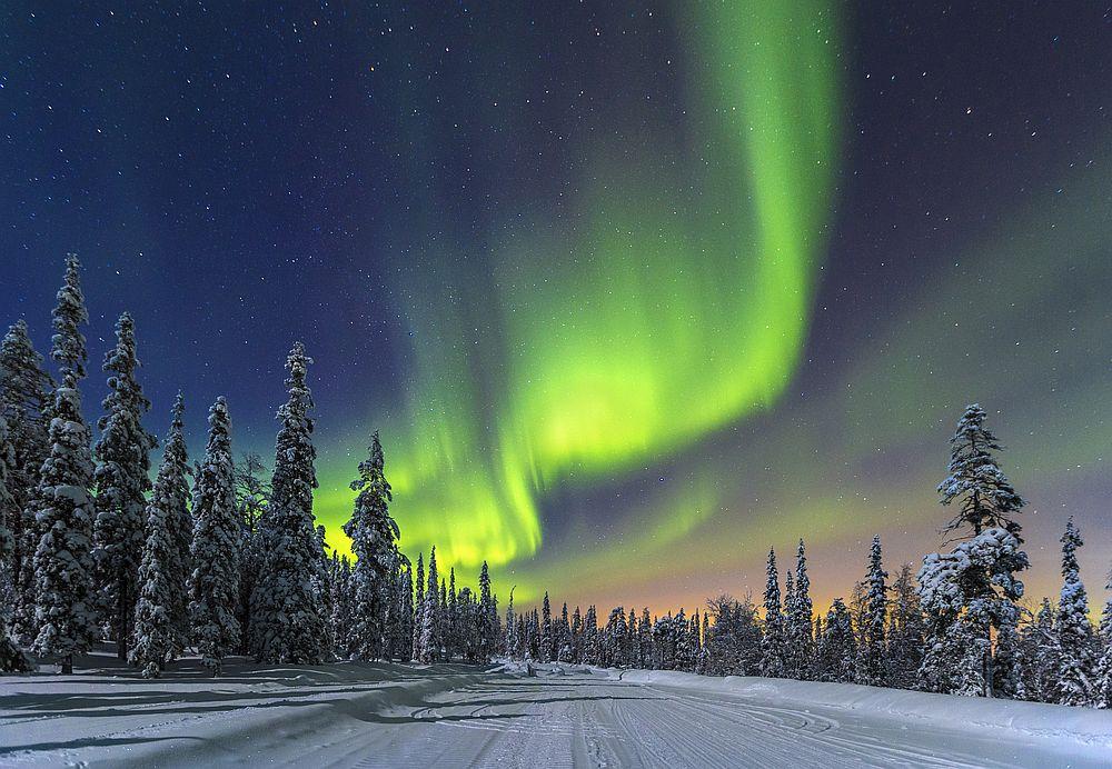 В Лапландия, в северната част на Финландия, северното сияние може да се наблюдава през около 200 нощи в годината.