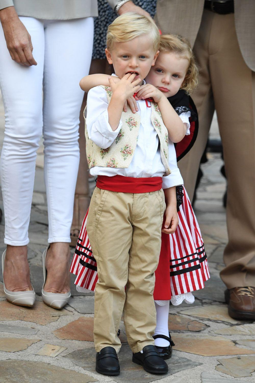 Близнаците са първите деца на принц Алберт и съпругата му принцеса Шарлийн, които сключиха брак през 2011 г.